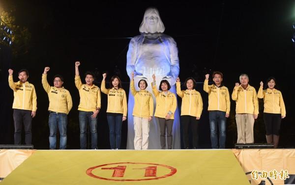 台灣這次選舉小黨林立,圖為時代力量造勢晚會。(資料照,記者羅沛德攝)