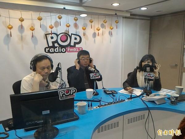 前立委邱毅今上「台北流行廣播電台」《POP搶先爆》節目,大談關鍵錄音檔。(記者莊孟軒攝)