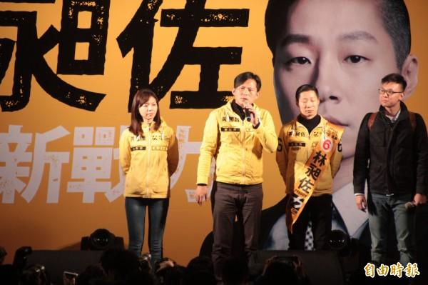 黃國昌表示,今天翻開報紙有四個黨同時刊登廣告,但其中車輪黨「國民黨」還在罵人,但他痛批,最沒資格罵的就是車輪黨。(記者鍾泓良攝)