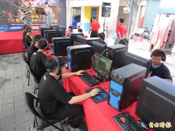電子競技已然成為現代新興的運動項目,許多世界賽也吸引全球各地的粉絲們瘋狂關注。(資料照,記者張菁雅攝)