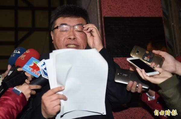 前立委邱毅14日到台北地檢署,控告特偵組違反刑法洩密罪、偵查不公開、證人保護法。(記者簡榮豐攝)