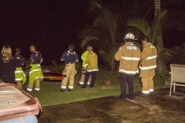 海岸警衛隊指出,於深夜11時許曾收到來自直升機的求救訊號,救援人員獲報到場後看到海面上有起火點。(圖擷自khon2)
