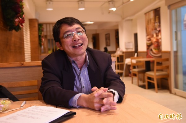 積極鼓吹年輕學子返鄉投票、不要放棄決定未來機會的成大教授李忠憲,還特別 「花錢」買臉書粉絲專頁廣告,希望散播網路傳播力量,呼籲大家出來投票。(資料照,記者廖耀東攝)