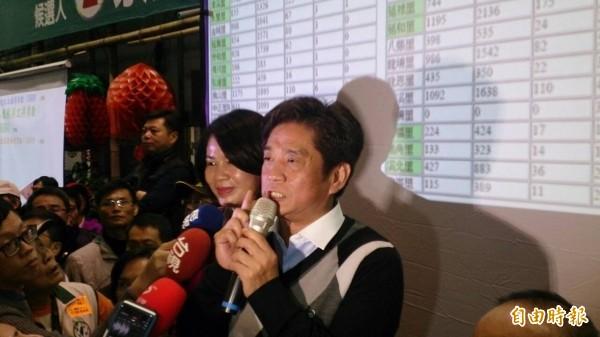 民進黨新北市土城、三峽區立委候選人吳琪銘自行宣布當選。(記者張安蕎攝)