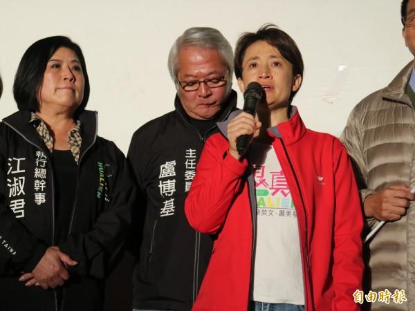 立委蕭美琴當選後在7點多上台發表當選感言。(記者王錦義攝)