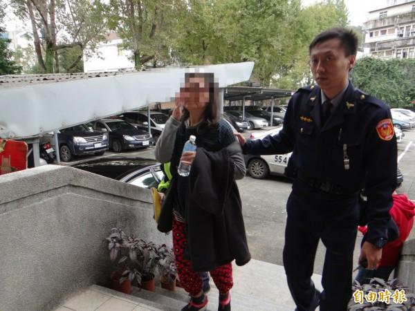 投開票監察員郭姓女子遭警方移送法辦。(記者徐聖倫攝)