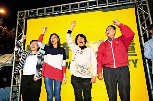 洪慈庸勝選後昨向選民致意,並發表當選感言。(記者廖耀東攝)