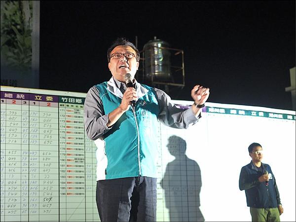 蘇震清宣布當選後,向支持者發表感言。(記者邱芷柔攝)