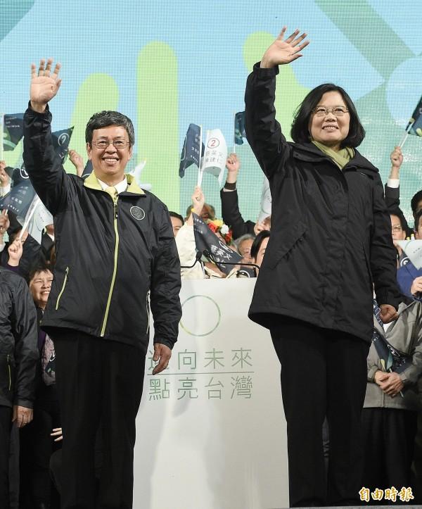 2016總統大選,民進黨正副總統候選人蔡英文、陳建仁以689萬4744票,高票當選第14任總統、副總統,蔡英文成為台灣首位女總統。(資料照,記者陳志曲攝)