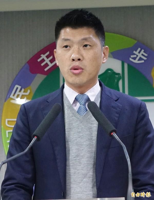 面對地方首長提出南遷政策,民進黨發言人王閔生表示,會多聽取各方意見。(記者張嘉明攝)