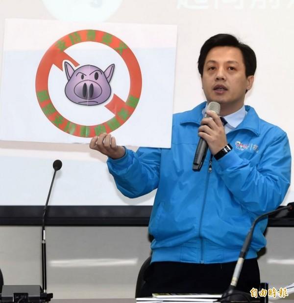 國民黨挫敗後,不少支持者與黨內人士都認為,「中國國民黨」與「中國」太接近應改名,但李明賢認為愛台灣不應拘泥於形式。(資料照,記者方賓照攝)