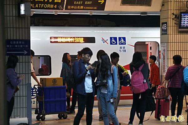 台鐵開放搶購春節東部幹線車票,熱門長途自強號秒殺。(資料照,記者林嘉琪攝)
