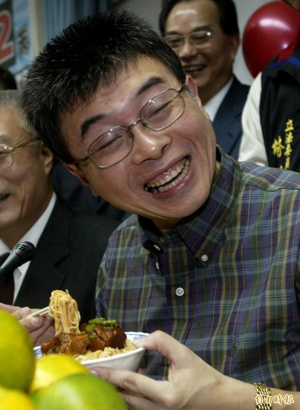 新黨政黨票未達5%門檻,邱毅無法如願進入立法院,邱毅在臉書上指出,「綠蛆贏了選舉,輸了生活,還是被人看不起的魯蛇一條」。(資料照,記者林正堃攝)