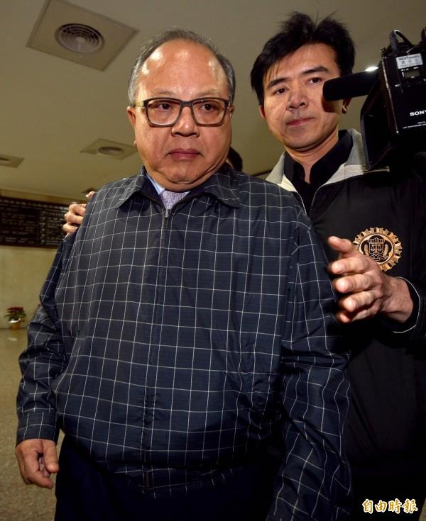 立法院爆發採購弊案,調查局北機站20日清晨四點半過後將立法院秘書長林錫山移送台北地檢署複訊。(記者羅沛德攝)