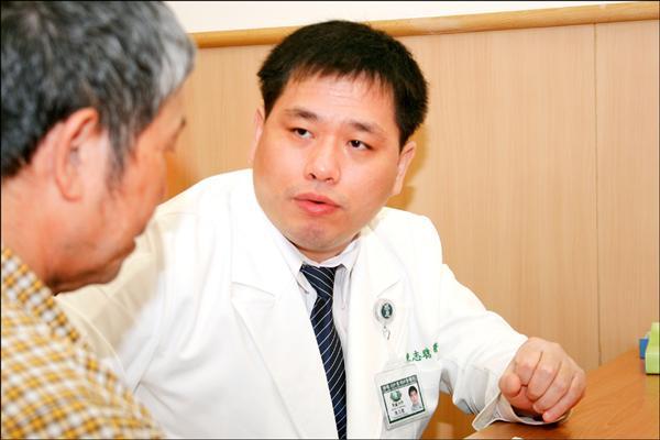 台中慈濟醫院腎臟內科醫師陳志聰。(記者李忠憲攝)