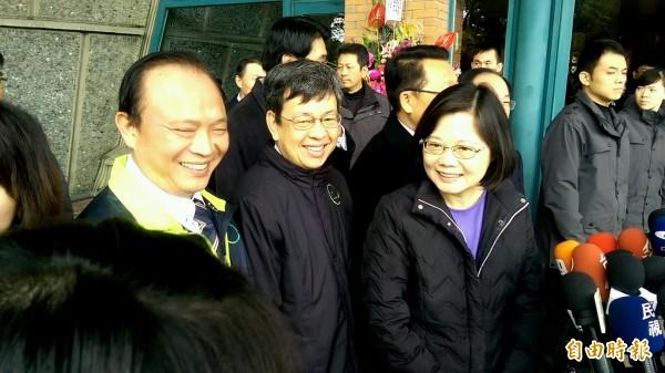 民進黨正副總統當選人蔡英文(右),陳建仁(中)到宜蘭謝票。(記者簡惠茹攝)
