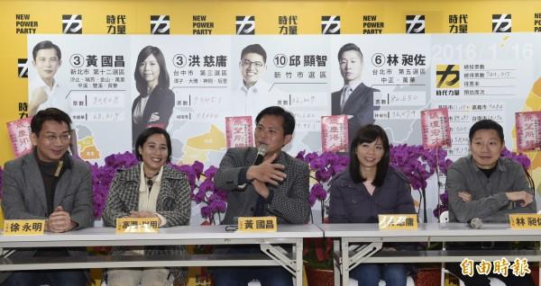 時代力量22日舉行第一次黨團大會,會後召開記者會回答相關問題。(記者叢昌瑾攝)