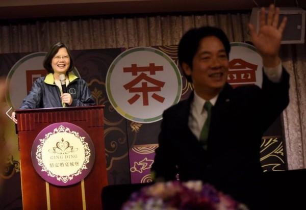 蔡英文在致詞的時候,李全教被宣判議長當選無效,蔡英文更表示,在台南能開出這麼好的成績,要歸功於賴清德在台南的政績。(圖擷取自蔡英文臉書)