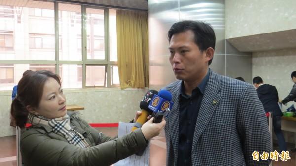 時代力量黨主席黃國昌,在遠傳併中嘉案公聽會上表達反對立場。(記者陳鈺馥攝)