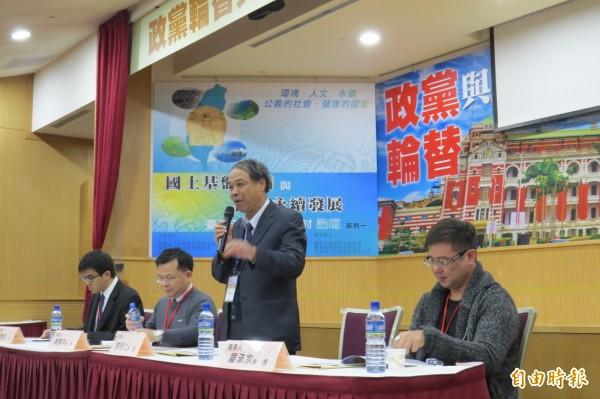 「政黨輪替與政府體制永續發展」論壇上,學者指出政黨輪替後,應落實轉型正義,讓台灣成為真正民主國家。(記者陳鈺馥攝)