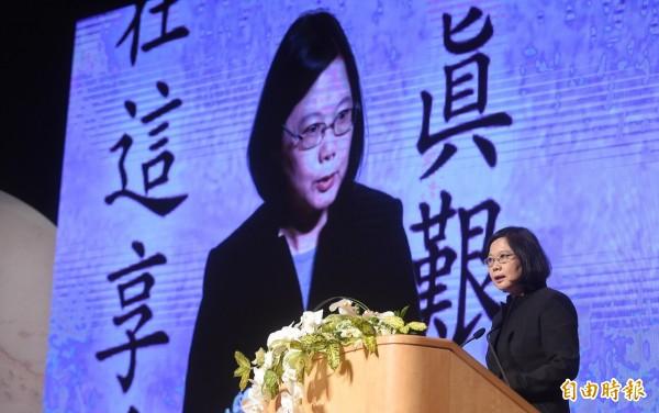 民進黨主席、總統當選人蔡英文致詞表示,林榮三先生是對台灣影響最深的報人,也是她的良師益友。(記者劉信德攝)