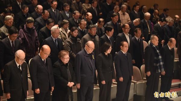 自由報系創辦人林榮三辭世,今舉行追思會,準總統蔡英文、立法院長王金平到場,表達追思之意。(記者劉信德攝)