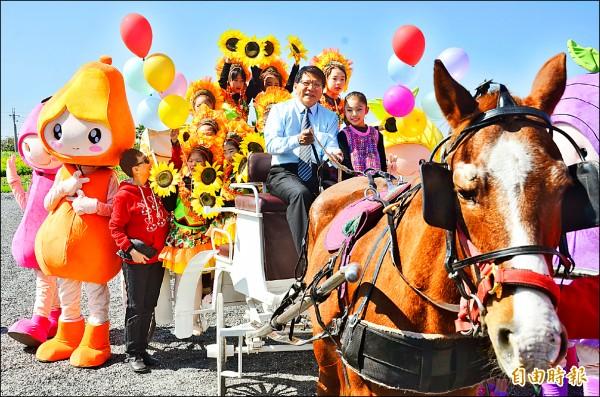 屏東熱帶博覽會即將在三十日開幕,縣長潘孟安歡迎大家來參觀。 (記者葉永騫攝)