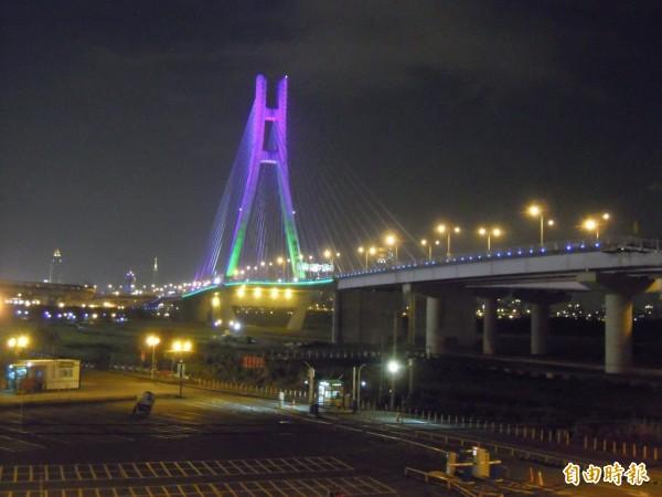 地方節能政策評比 新北市居冠。圖為新北大橋光雕。(資料照,記者郭顏慧攝)