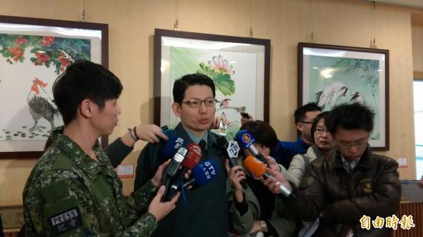國防部發言人羅紹和說明,國防部將派員執行總統訪太平島任務。(記者陳鈺馥攝)