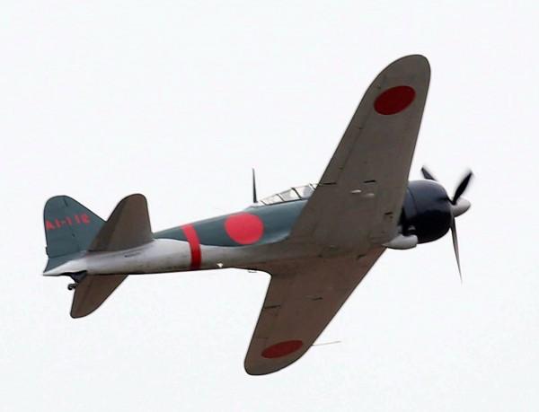 日本在第二次大戰期間的主力「零式戰機」,昨天(27日)在鹿兒島上起飛了。(法新社)