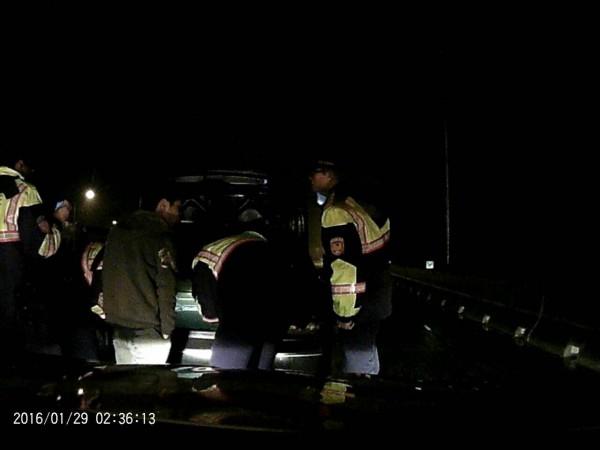 吸K菸恍神逆向開上國道,國道警追了35公里攔查。(記者李容萍翻攝)