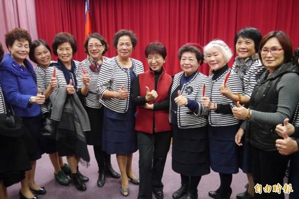 洪秀柱於今天下午與花蓮縣議會議長賴進坤等人,在議會一樓簡報室跟近百位黨團婦女幹部進行座談。(記者王峻祺攝)