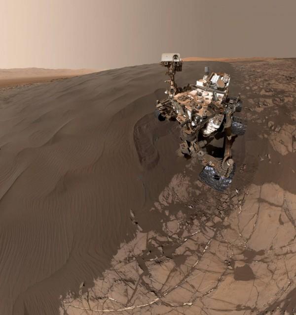 火星探測車「好奇號」傳回一張自拍照。(圖擷取自NASA官網)