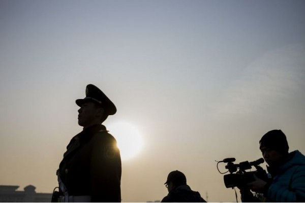 國際記者聯盟的2015年「中國新聞自由報告」指出,中國政府在過去一年,以法律、行政法規、限制令及審查等手段加強對媒體的控制,使新聞自由日益嚴峻。(法新社)