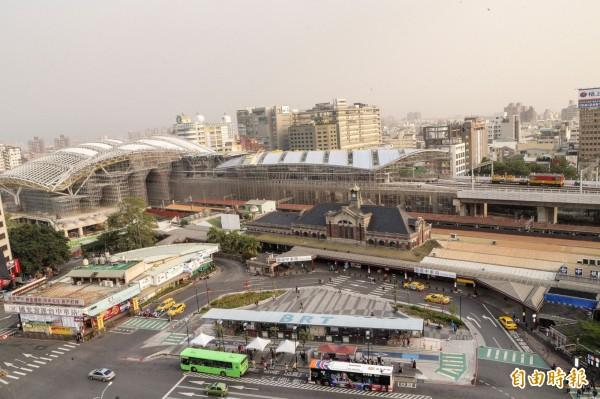 春節交通疏運計畫,將在台中火車站(TC-160201-80101-A-009)等周邊設接駁公車。(記者黃鐘山攝)