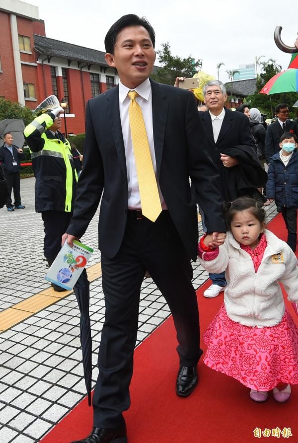 新科立委時代力量黨主席黃國昌今日正式在立法院報到。(記者張嘉明攝)