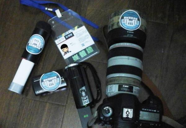 公民記者成功換到記者媒體證。(圖擷取自公民攝影守護民主陣線臉書)