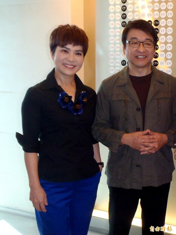 李艷秋(左)大虧國民黨,「國民黨說改革,是個很難笑的笑話。」(資料照,記者鍾智凱攝)