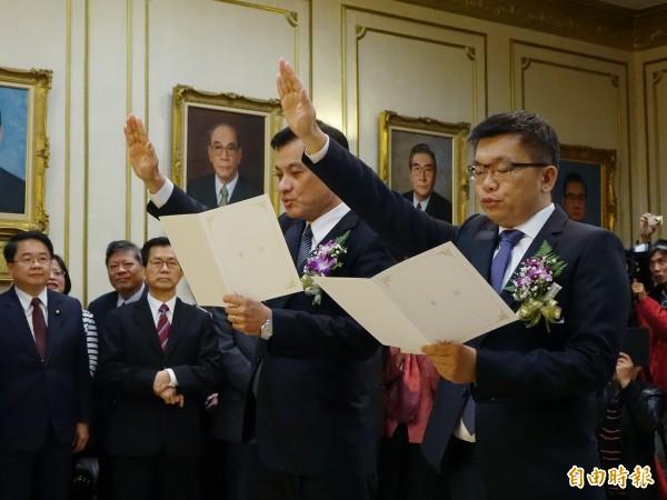 新任立法院長蘇嘉全與副院長蔡其昌今宣誓就職,成為首任民進黨籍國會龍頭。(記者張嘉明攝)