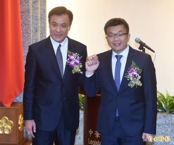 立法院長蘇嘉全(左)今天針對網路連署建議重大法案和開放公民記者採訪一事回應。(資料照,記者廖振輝攝)