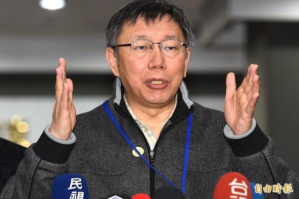 台北巿長柯文哲3日與士林區里長舉行市政座談,會前受訪時對北市交通壅塞問題,強調先提出解決方案。(記者張嘉明攝)