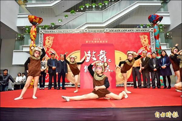 台中傳統藝術節從初一到初七,在台灣民俗文物館及四大文化中心熱鬧登場。(記者蘇孟娟攝)