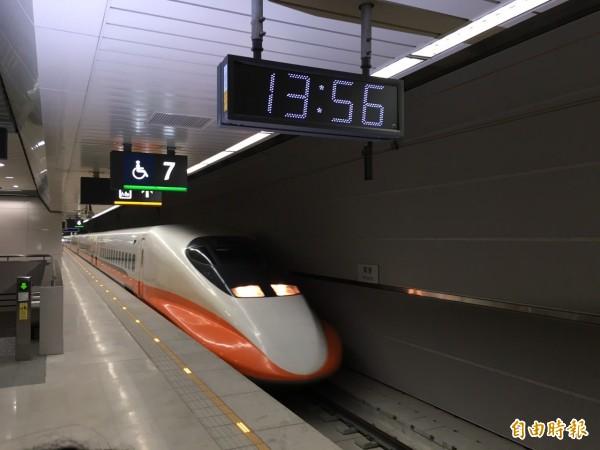 高鐵貼出8個自由座塞爆時段,並呼籲欲返鄉旅客盡量避開。(資料照,記者黃立翔攝)