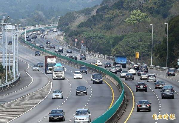 9天春節連假明登場,春節運輸最尖峰預計出現在9日(初二)至11日(初四),初三國道雙向車次上看310萬。(資料照,記者方賓照攝)