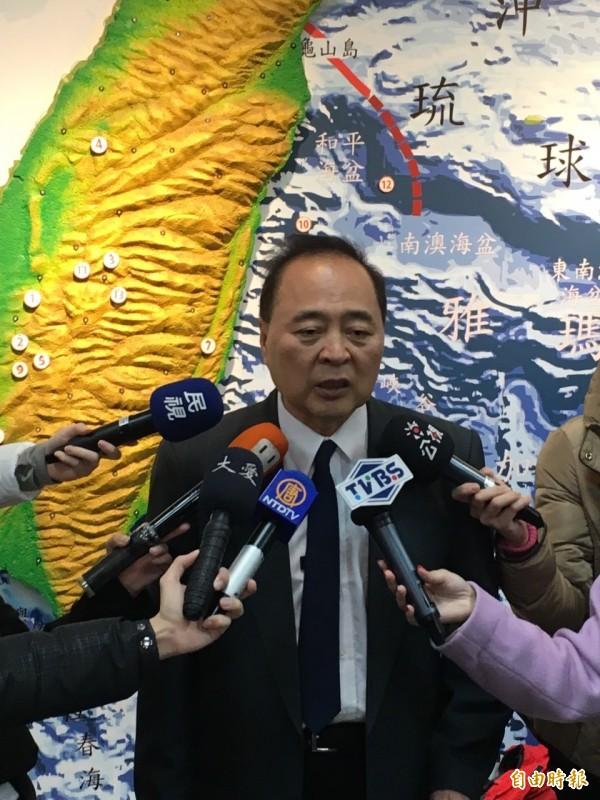 氣象局地震測報中心主任郭鎧紋說,這次地震元凶是美濃附近的盲斷層。(記者黃立翔攝)