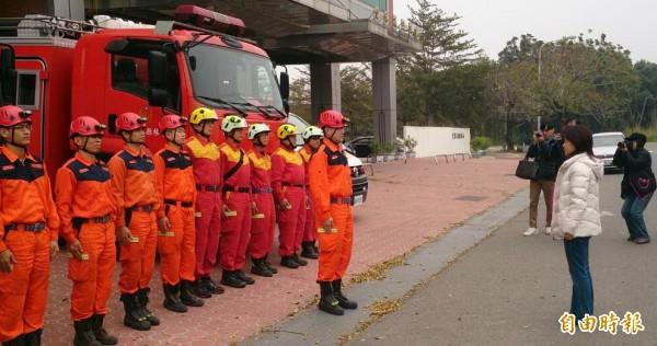雲林縣消防局出動12名警消、義消支援台南市救災。(記者林國賢攝)