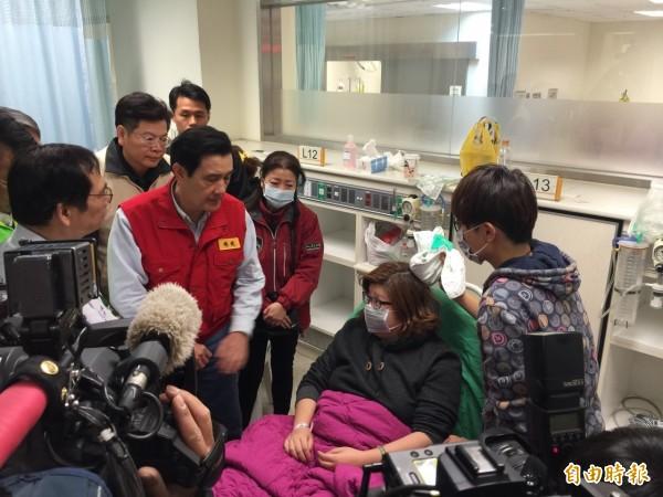 馬英九總統到成大醫院慰問震災傷患。(記者王俊忠攝)