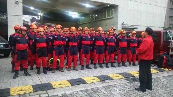 新北市擁有全國唯一義消特搜大隊,今天上午10點也開拔前往台南救災。(記者吳仁捷翻攝)
