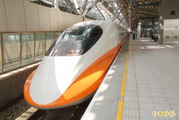 高鐵列車4點起通車到嘉義。(記者顏宏駿攝)