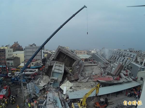 國家災害防救科技中心主任陳宏宇表示,依現有資料推估地震發生原因可能跟旗山斷層和小崗山斷層所引發,此地震為淺層地震。(記者黃志源攝)